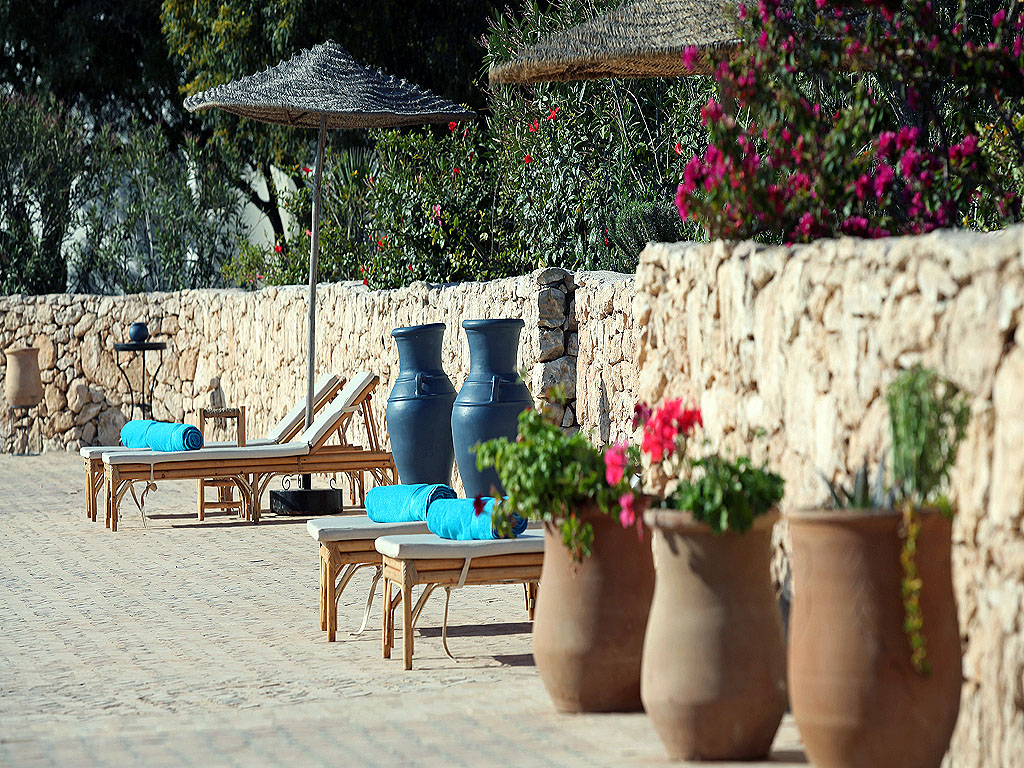 les jardins et piscines du domaine de l arganeraie essaouira. Black Bedroom Furniture Sets. Home Design Ideas